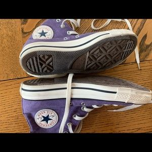 Women's size 7 men's size 5 Converse